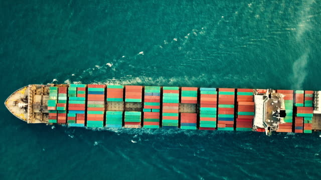 vídeos de stock e filmes b-roll de aerial shot of container ship in ocean. - docas
