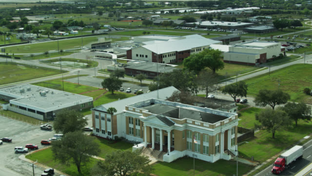 aerial shot of county courthouse, police station and water tower in moore haven, florida - street name sign stock videos & royalty-free footage