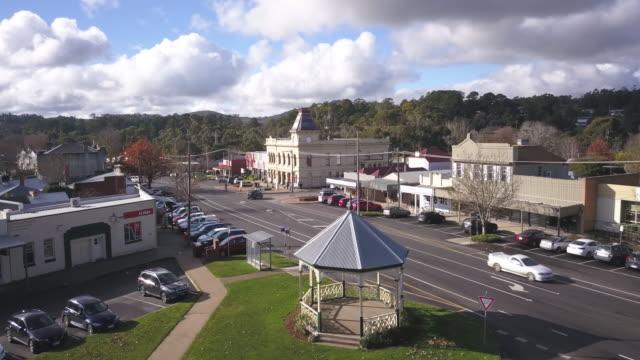 vídeos y material grabado en eventos de stock de aerial shot of creswick victoria - señal de nombre de calle