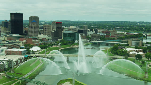 aerial shot of dayton, ohio with fountain of lights turned on - fountain stock videos & royalty-free footage