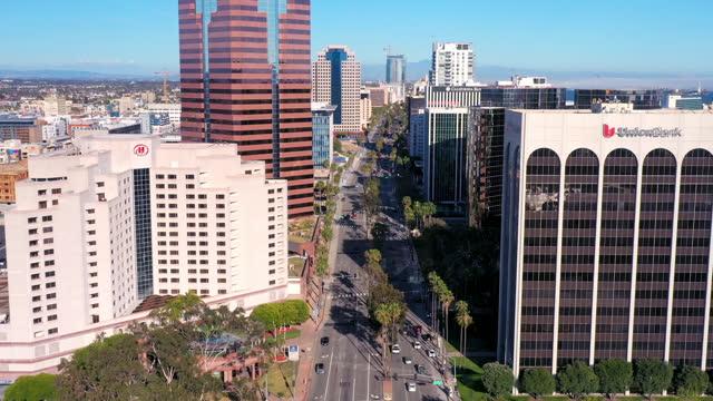 aerial shot of downtown long beach - long beach california video stock e b–roll