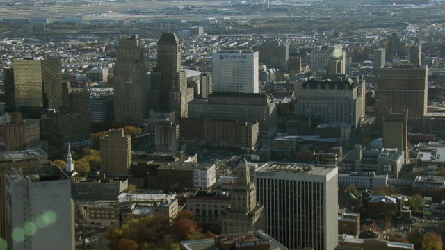 vídeos de stock e filmes b-roll de aerial shot of downtown newark nj - nova jersey