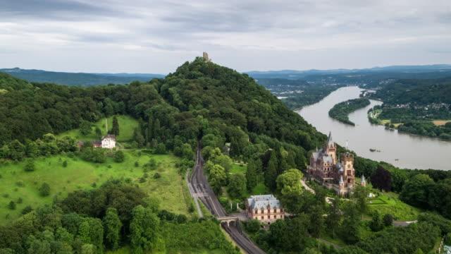 luftaufnahme von drachenfels in siebengebirge mountains, deutschland - schlossgebäude stock-videos und b-roll-filmmaterial