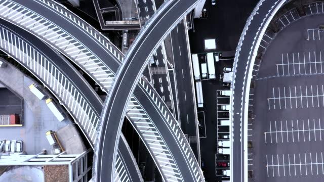 高架道路空中射擊 - 多行車線高速公路 個影片檔及 b 捲影像