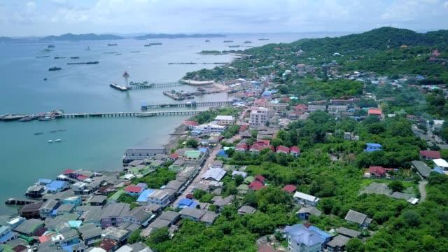 vídeos de stock e filmes b-roll de aerial shot of fishing village at sichang island is located in the middle of the gulf of thailand. - aldeia de pescador
