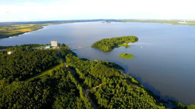 空中ショットの森と湖 - ハイデルベルク点の映像素材/bロール