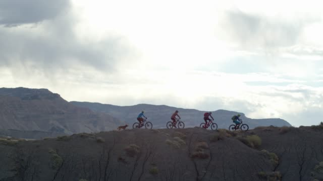 aerial shot of four mountain bikers riding along a ridge on 18 road in fruita, colorado - colorado stock videos & royalty-free footage