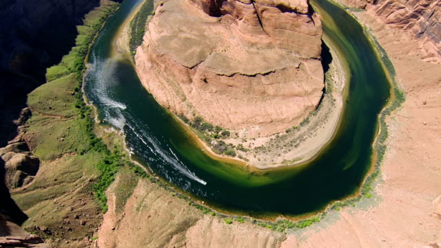 aerial shot of horseshoe bend - river bend land feature stock videos & royalty-free footage