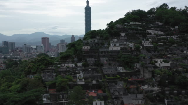 aerial shot of houses on a hill near downtown taipei, taiwan - taipei 101 stock videos & royalty-free footage