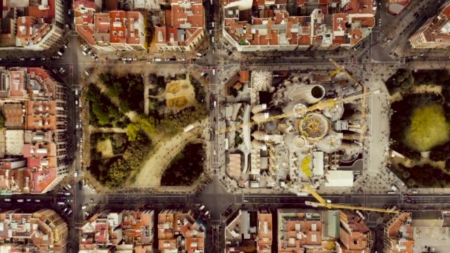 サグラダ・ファミリア、バルセロナの空中撮影。 - スペイン バルセロナ点の映像素材/bロール