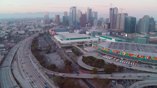 stockvideo's en b-roll-footage met luchtfoto van het los angeles convention center en het centrum - los angeles convention center