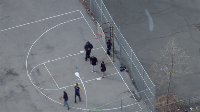 vídeos de stock, filmes e b-roll de bronx, new york - march 8, 2011: aerial shot of males playing basketball in the bronx, new york city. - court