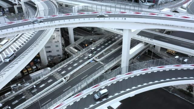 複数車線の幹線道路の空中ショット - 高速道路点の映像素材/bロール