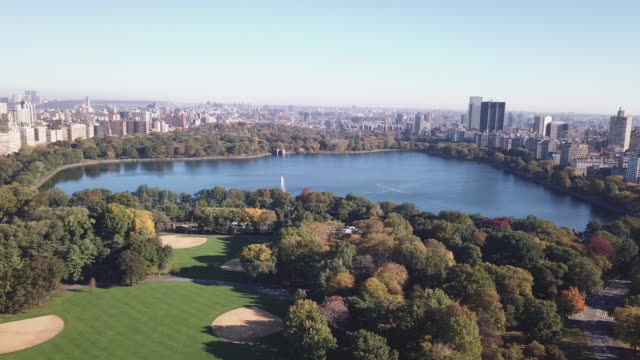 aerial shot of new york city's jacqueline kennedy onassis reservoir - central park reservoir stock videos and b-roll footage