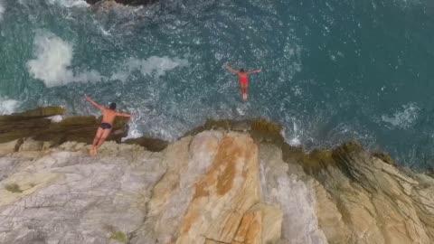 stockvideo's en b-roll-footage met aerial shot of one side of la quebrada in acapulco mexico - klif