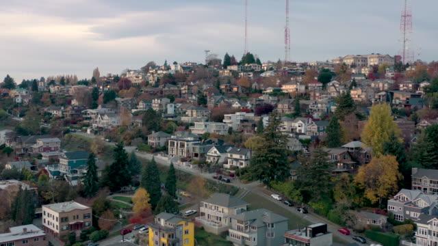 aerial shot av queen anne stadsdel i seattle - seattle bildbanksvideor och videomaterial från bakom kulisserna