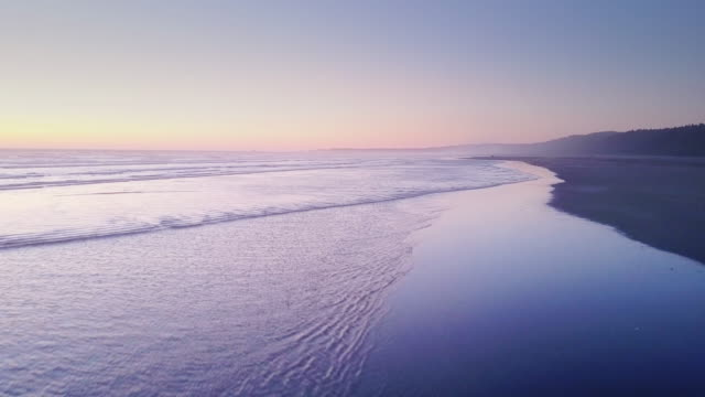 aerial shot of remote beach on washington coast just after sunset - stato di washington video stock e b–roll