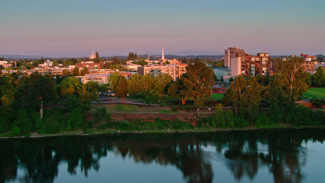 aerial  shot of salem, oregon at sunset from over willamette river - oregon us state stock videos & royalty-free footage