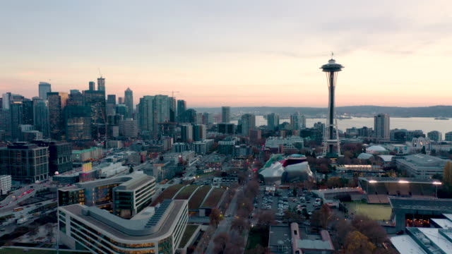 vídeos de stock e filmes b-roll de aerial shot of seattle skyline - seattle
