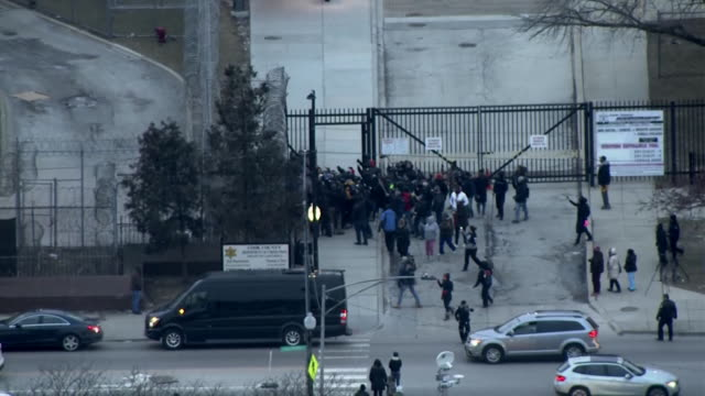 aerial shot of singer r kelly being released from jail after posting bail for sexual abuse charges on february 25 2019 in chicago illinois - bail cricket stump stock videos & royalty-free footage
