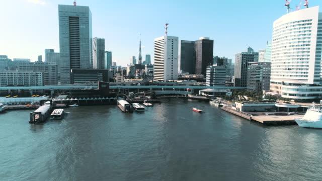 vidéos et rushes de aerial shot of skyscrapers of capital city - établissement financier