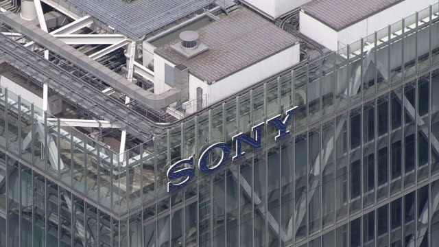 vídeos de stock e filmes b-roll de aerial shot of sony corporation's headquarters complex a building in which sony's headquarters and sony group are located sony is a world leading... - sony