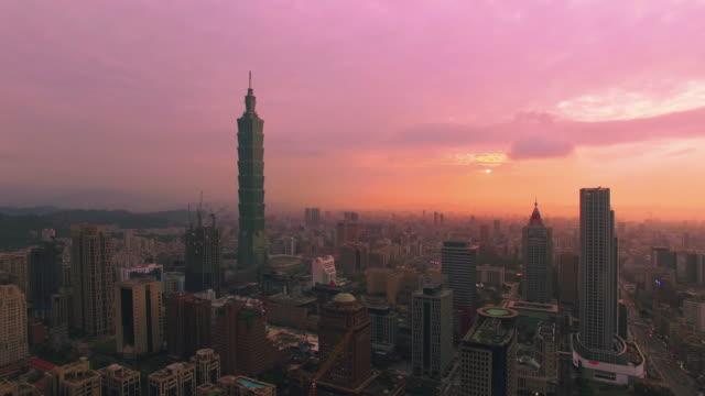空から見た風景の日没に台北,台湾 - 台北市点の映像素材/bロール