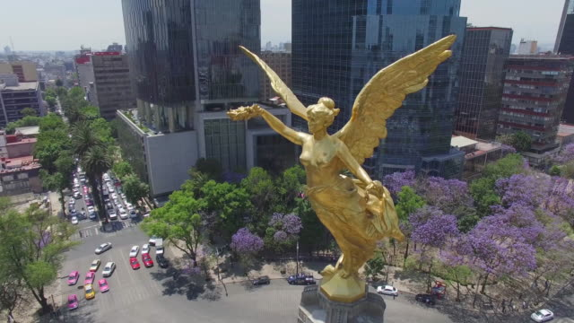 360 aerial shot of the Angel de la Independencia roundabout in Mexico City