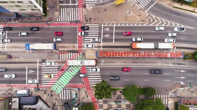 vídeos de stock, filmes e b-roll de tiro aéreo da rua de consolaçao, sao paulo, brasil - prefeitura