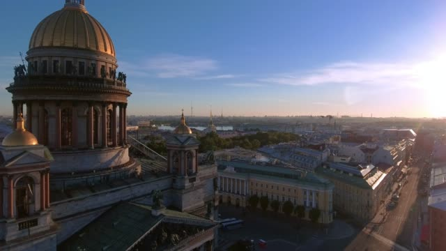 aerial shot of the detail of saint isaac's cathedral in the st. petersburg, russia on a cloudy evening - st. petersburg russia stock videos & royalty-free footage