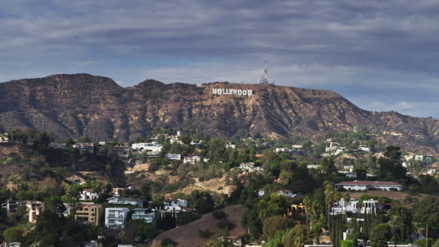 vidéos et rushes de aerial shot of the hollywood hills with hollywood sign - santa monica