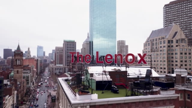vídeos de stock e filmes b-roll de aerial shot of the lenox hotel in boston - back bay boston
