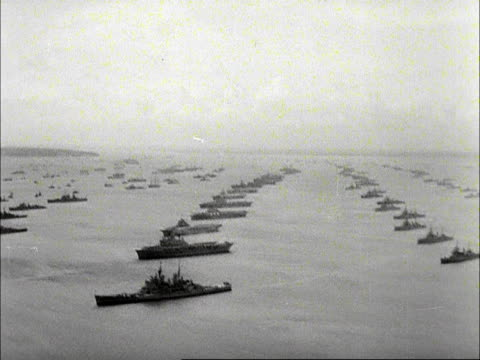 vidéos et rushes de aerial shot of the royal navy fleet assembled at spithead for the queen's inspection. 1953. - royal navy