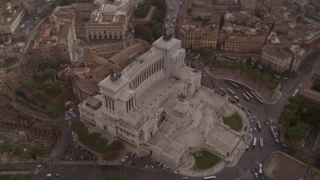 aerial shot of the tomb of the unknown soldier as seen from high above the streets of rome. - altare della patria stock videos and b-roll footage