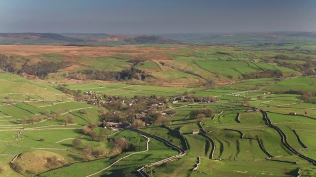 Luchtfoto van het dorp van Malham, de North Yorkshire