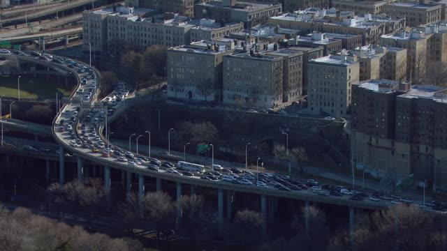 stockvideo's en b-roll-footage met aerial shot of traffic crawling along an exit ramp from the george washington bridge in the washington heights neighborhood of manhattan, new york city. - george washington
