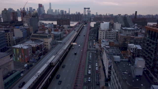 vídeos de stock, filmes e b-roll de aerial shot of traffic in brooklyn - williamsburg new york