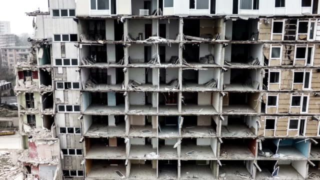 空から見た風景、都会の破棄。 全壊ビルビューます。 - 礎石点の映像素材/bロール