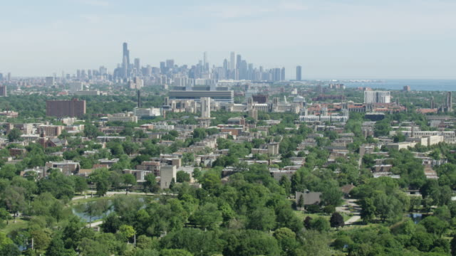 aerial shot of woodlawn with downtown chicago in the background - residential district stock videos & royalty-free footage