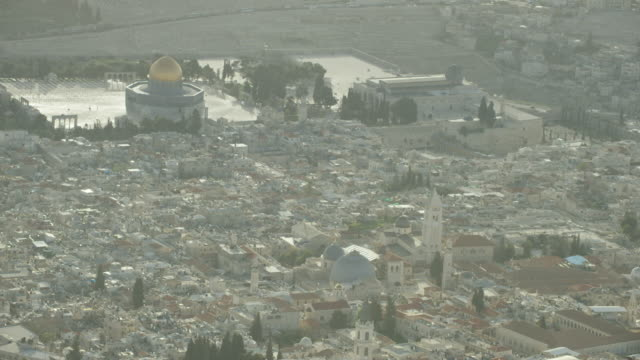 aerial shot, old city of jerusalem,the church of the holy sepulcher,temple mount ,the kotel - jerusalem stock-videos und b-roll-filmmaterial