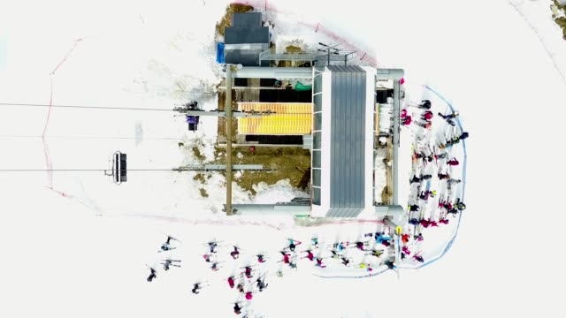 aerial shot over busy ski lift - seggiovia video stock e b–roll