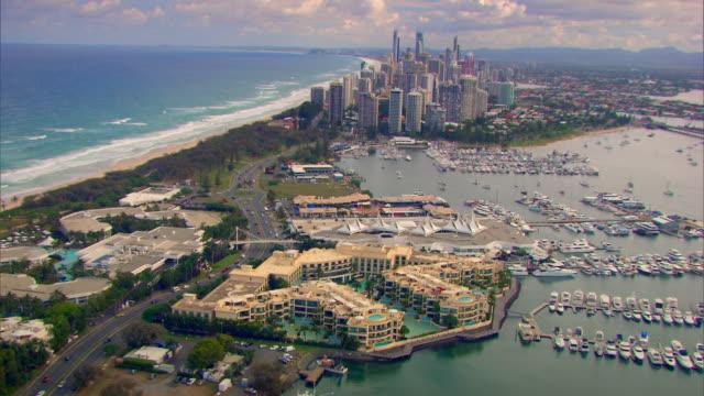 vídeos y material grabado en eventos de stock de aerial shot over gold coast city in queensland. - gold coast
