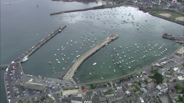 aerial shot over small boats moored in the harbour at roscoff, brittany.  - finisterra bretagna video stock e b–roll