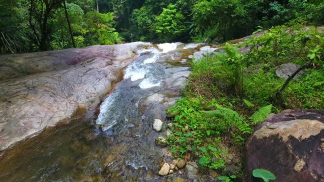 Luchtfoto shot Toon prew waterval in satun Zuid-Thailand
