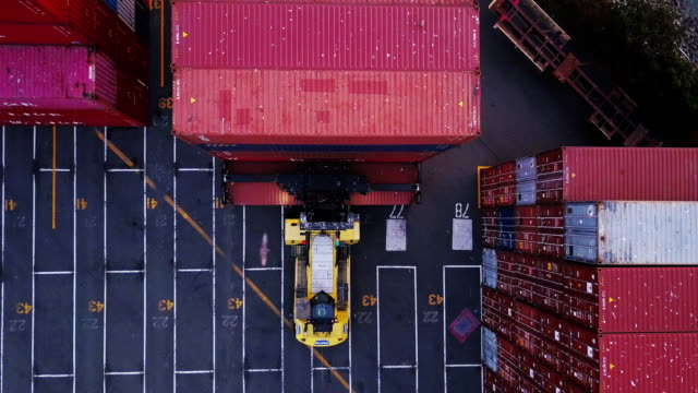 Aerial Shot Tracking Top Handler with Intermodal Container