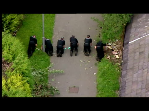 vídeos de stock, filmes e b-roll de aerial shots bouquets of flowers laid on floor at scene of murder. forensic officers line lane on their hands & knees, search for evidence. forensics... - 50 segundos ou mais