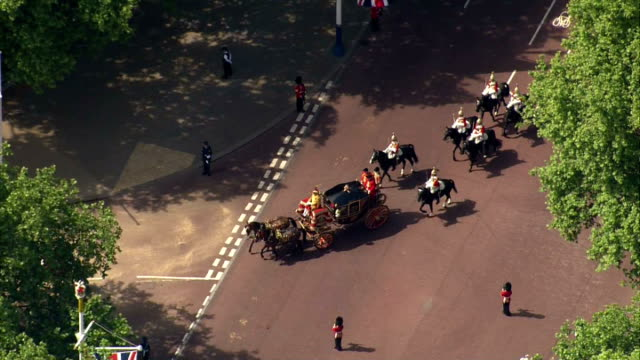 vídeos de stock e filmes b-roll de aerial shots following the queen alexandra's state coach carrying queen's ceremonial regalia on may 27, 2015 in london, england. - 2015