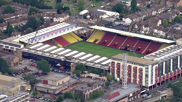 vídeos y material grabado en eventos de stock de aerial shots of an empty watford football club stadium and the surrounding area on september 16 2015 at vicarage road watford hertfordshire england - rodear