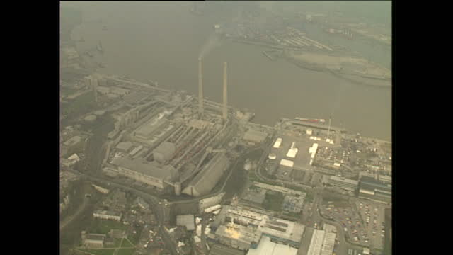 aerial shots of battersea power station overlooking the river thames and the surrounding area on february 10 1989 in london england - バタシー発電所点の映像素材/bロール