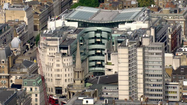vidéos et rushes de aerial shots of bbc broadcasting house, the bbc headquarters in london. bbc broadcasting house aerials on september 10, 2013 in london, england - bbc